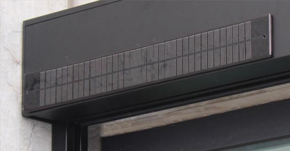 zip screen met zonnepaneel